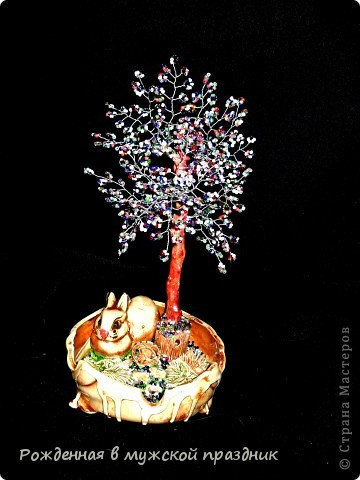 А это разноцветное дерево. Сделала его из остатков бисера. Чтобы жизнь была такая же яркая,без всяких черных полос)) фото 1