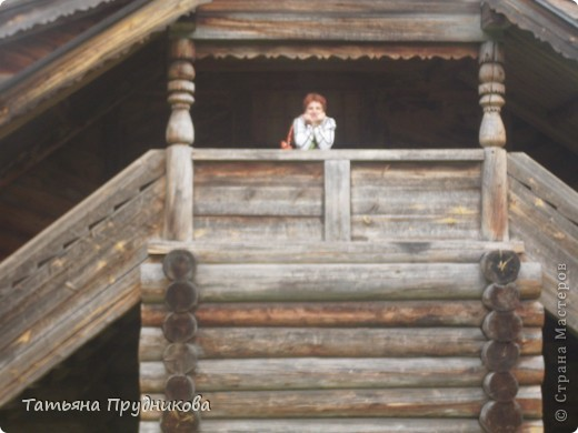 Здесь так красиво, что, когда я ещё была студенткой, мы ездили в Малые Корелы чуть ни каждые выходные. И зимой, и летом, и весной, и осенью. А эти фотографии сделаны почти 20 лет спустя... Северная погода непредсказуема, подвела маленько, по Музею деревянного зодчества побродили не так долго, как хотелось бы.  фото 1