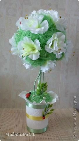 У меня всё ещё продолжается Весна! Чему я несказанно рада! Родилось вот такое бело-зелёненькое деревце из сизаля и искуственных цветочков. фото 2