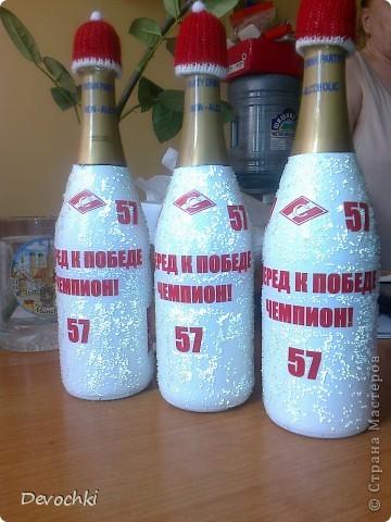 Данные бутылки были сделаны для одного хорошего и талантливого 9 летнего мальчика, который играет в хоккей под номером 57 в спорт школе Спартака. Бутылки приготовлены на празднование его дня рождения со своей командой. Надеюсь ему понравится) фото 3