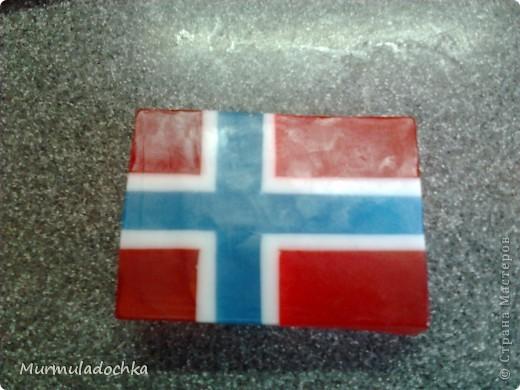 Подруга попросила сделать для неё флаг Норвегии. И вот результат: