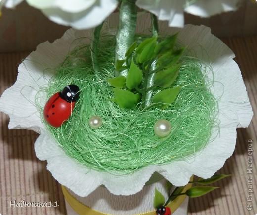 У меня всё ещё продолжается Весна! Чему я несказанно рада! Родилось вот такое бело-зелёненькое деревце из сизаля и искуственных цветочков. фото 5