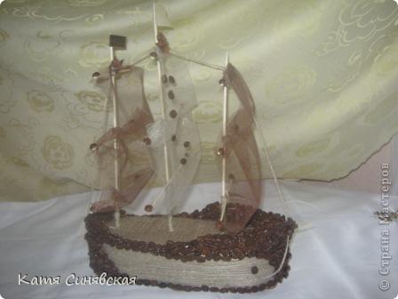 Вот такой корабль сделала папе мужа на день рождения! На этом фото он без одного флажка(забыла приклеить) фото 2