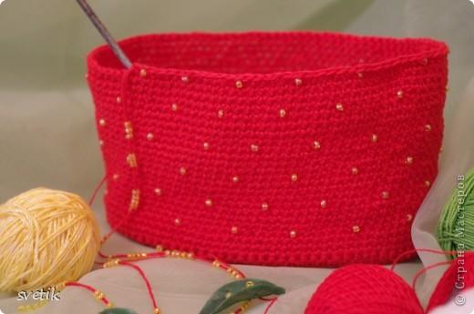 """Ура!!! Я успела связать сумочку!! Так как я вяжу крючком относительно недавно, а с бисером в вязании сталкиваюсь в первый раз( не считая сковородки для конкурса """"Рапунцель""""), то выбрала не сложную модель... фото 4"""