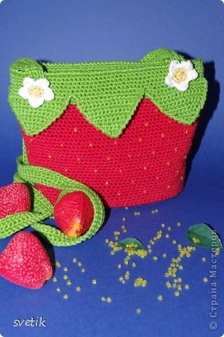 """Ура!!! Я успела связать сумочку!! Так как я вяжу крючком относительно недавно, а с бисером в вязании сталкиваюсь в первый раз( не считая сковородки для конкурса """"Рапунцель""""), то выбрала не сложную модель... фото 1"""