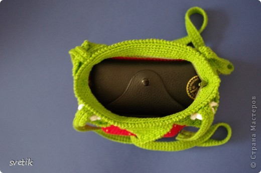 """Ура!!! Я успела связать сумочку!! Так как я вяжу крючком относительно недавно, а с бисером в вязании сталкиваюсь в первый раз( не считая сковородки для конкурса """"Рапунцель""""), то выбрала не сложную модель... фото 7"""