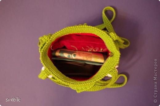 """Ура!!! Я успела связать сумочку!! Так как я вяжу крючком относительно недавно, а с бисером в вязании сталкиваюсь в первый раз( не считая сковородки для конкурса """"Рапунцель""""), то выбрала не сложную модель... фото 8"""