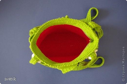 """Ура!!! Я успела связать сумочку!! Так как я вяжу крючком относительно недавно, а с бисером в вязании сталкиваюсь в первый раз( не считая сковородки для конкурса """"Рапунцель""""), то выбрала не сложную модель... фото 9"""