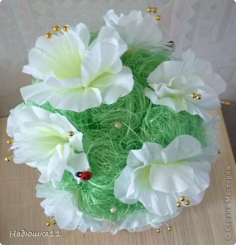 У меня всё ещё продолжается Весна! Чему я несказанно рада! Родилось вот такое бело-зелёненькое деревце из сизаля и искуственных цветочков. фото 6