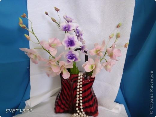 Другой подруге на день рождения слепила три ветки орхидеи. Планирую слепить ещё две, но не уверенна, что успею. Пока такой букет получился. фото 8