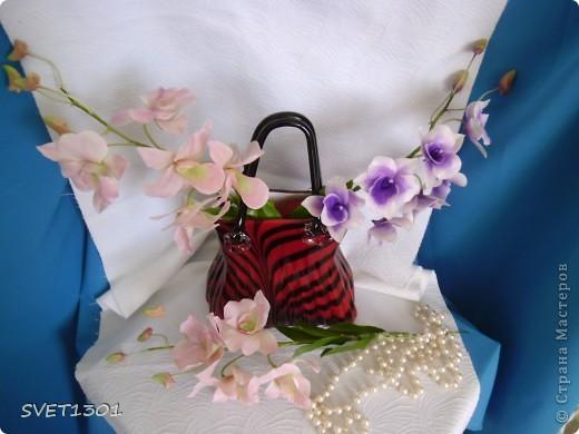 Другой подруге на день рождения слепила три ветки орхидеи. Планирую слепить ещё две, но не уверенна, что успею. Пока такой букет получился. фото 2