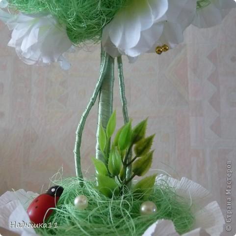 У меня всё ещё продолжается Весна! Чему я несказанно рада! Родилось вот такое бело-зелёненькое деревце из сизаля и искуственных цветочков. фото 3