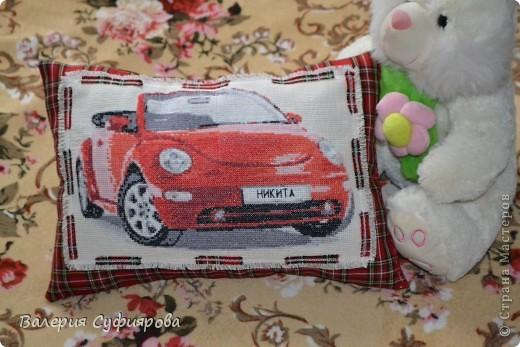 Подушка для сыночка. Вышивала примерно около месяца. фото 1