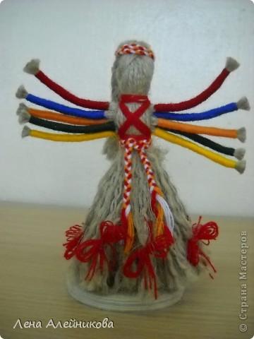 Кукла сделана из льняных и шерстяных ниток по мастер-классу Зои Пинигиной. фото 1