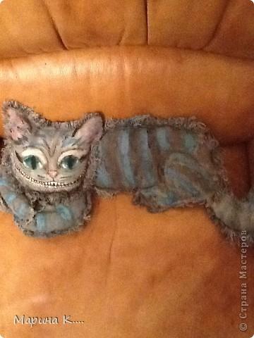 Давно хотела сшить Чеширского кота из фильма про Алису в Стране Чудес. Похож получился кот или нет, судить вам! длиной кот получился на ширину кресла. фото 1