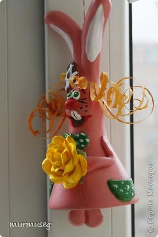 это заяц Иннокентий-солнечный,розовый и всегда в хорошем настроении.может выполнять роль колокольчика:) фото 2