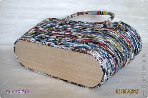 Всем привет! Это моя первая корзинка! Сделана из журнальных трубочек, покрытых лаком. Размер донышка 11:33, высота 23см. фото 4