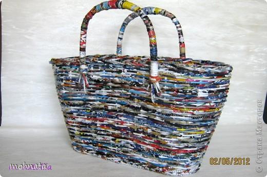 Всем привет! Это моя первая корзинка! Сделана из журнальных трубочек, покрытых лаком. Размер донышка 11:33, высота 23см. фото 6