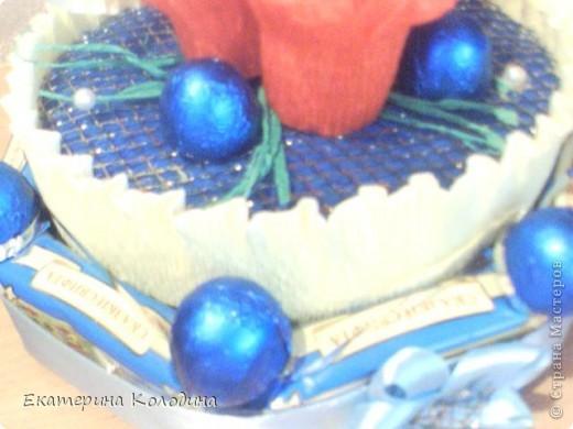 все выполнено из гофриров.бумаги,лент,картон,пеноплекс,сеточка флористическая(честно незнаю как называется)...и там мелочи фото 3