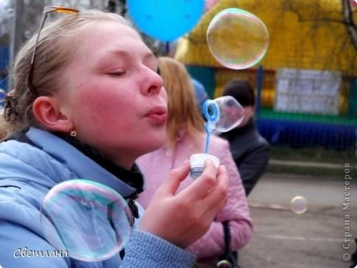 """1 мая у нас в поселке состоялся  праздник """"мыльных пузырей"""". Было очень весело и красиво :)  фото 5"""