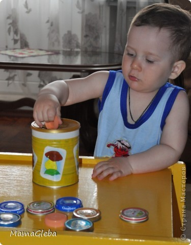 Много делала игрушек для своего сына сама. Вот то, что не забыли сфотографировать. Эта шнуровка выполнена из соленого теста, в том числе и цветного. фото 5