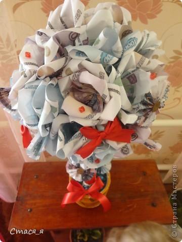 Приветствую Всех мастеров и мастериц Страны Мастеров!!!  Очень надеюсь на дружбу с Вами, и открываю свой блог денежным деревом!!!  Долго думала, что же подарить маме на день рождения и решила, что ей очень хочется заиметь у себя дома такое дерево. Дерево сделано по МК http://stranamasterov.ru/node/299972, Спасибо огромнейшее! Принимайте! фото 2