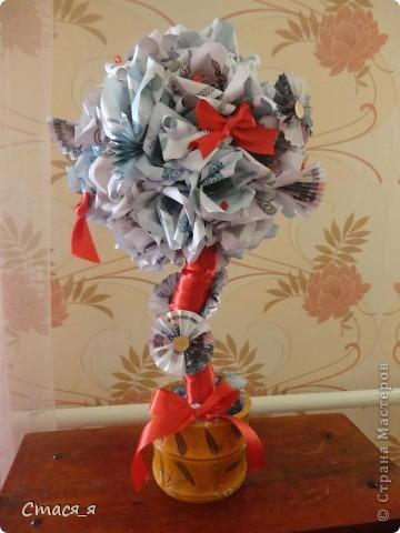 Приветствую Всех мастеров и мастериц Страны Мастеров!!!  Очень надеюсь на дружбу с Вами, и открываю свой блог денежным деревом!!!  Долго думала, что же подарить маме на день рождения и решила, что ей очень хочется заиметь у себя дома такое дерево. Дерево сделано по МК http://stranamasterov.ru/node/299972, Спасибо огромнейшее! Принимайте! фото 1