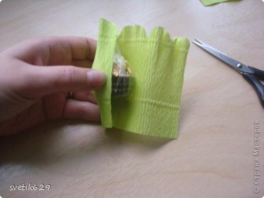 Доброго время суток. По просьбе Надежды сделала МК как я прячу конфеты в розах ,что их не видно ,но при этом можно достать не нарушая розы)  Покажу на примере 2-х видов конфет) фото 4