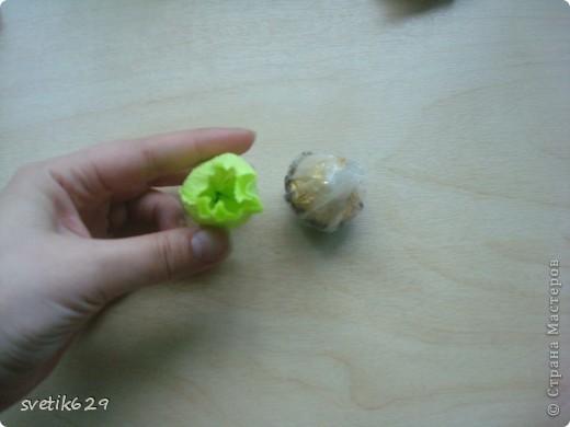 Доброго время суток. По просьбе Надежды сделала МК как я прячу конфеты в розах ,что их не видно ,но при этом можно достать не нарушая розы)  Покажу на примере 2-х видов конфет) фото 7