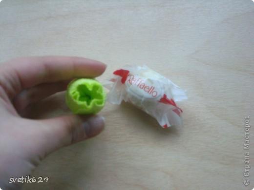 Доброго время суток. По просьбе Надежды сделала МК как я прячу конфеты в розах ,что их не видно ,но при этом можно достать не нарушая розы)  Покажу на примере 2-х видов конфет) фото 10