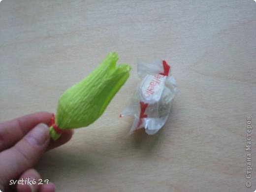 Доброго время суток. По просьбе Надежды сделала МК как я прячу конфеты в розах ,что их не видно ,но при этом можно достать не нарушая розы)  Покажу на примере 2-х видов конфет) фото 11