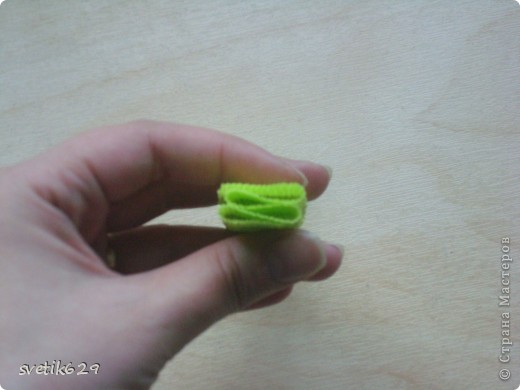 Доброго время суток. По просьбе Надежды сделала МК как я прячу конфеты в розах ,что их не видно ,но при этом можно достать не нарушая розы)  Покажу на примере 2-х видов конфет) фото 2