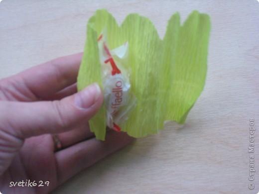 Доброго время суток. По просьбе Надежды сделала МК как я прячу конфеты в розах ,что их не видно ,но при этом можно достать не нарушая розы)  Покажу на примере 2-х видов конфет) фото 8