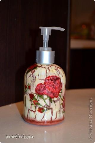 Эту баночку под жидкое мыло делала для мамы на 8 марта! Кракле сделан при помощи клея ПВА. По цвету подходит под плитку в ванной комнате. фото 2