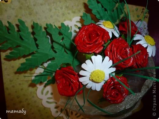 """У коллеги по работе случился... День Рождения! Вот я и решила сделать поздравительную открыточку... Сразу определенной идеи не было, потом по цветочку, по цветочку... и собрался букетик, потом он """"упаковался"""", а затем и """"озеленился""""... Вот так всё и вышло :)) фото 4"""