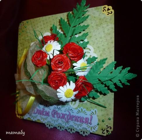 """У коллеги по работе случился... День Рождения! Вот я и решила сделать поздравительную открыточку... Сразу определенной идеи не было, потом по цветочку, по цветочку... и собрался букетик, потом он """"упаковался"""", а затем и """"озеленился""""... Вот так всё и вышло :)) фото 1"""