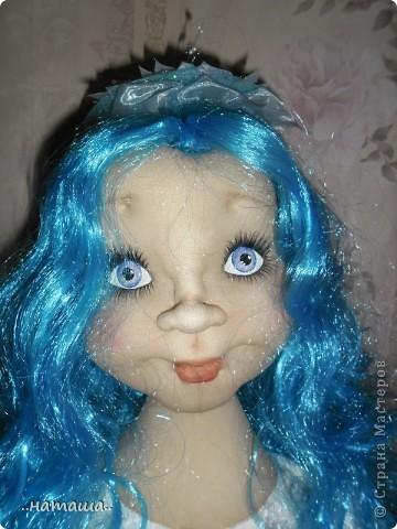 Здравствуйте, уважаемые мастерицы!!! Совершенно незапланированно появилась ещё одна девочка, увидела на рынке замечательный парик и не смогла пройти мимо. фото 5