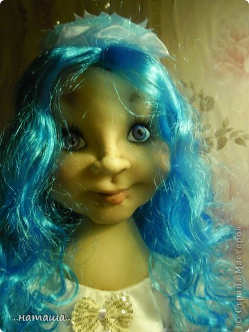 Здравствуйте, уважаемые мастерицы!!! Совершенно незапланированно появилась ещё одна девочка, увидела на рынке замечательный парик и не смогла пройти мимо. фото 7
