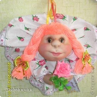 Вот ещё несколько моих куклёш. Какие -то делались на заказ , какие-то на подарки. Раньше куклёши гуляли по городу , теперь начали гулять по стране. Я этому очень рада.  Эта милашка уехала  на запад.  Хозяйка назвала её Дарина. Вот какое красивое имя. И она хозяйке понравилась. фото 3