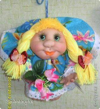 Вот ещё несколько моих куклёш. Какие -то делались на заказ , какие-то на подарки. Раньше куклёши гуляли по городу , теперь начали гулять по стране. Я этому очень рада.  Эта милашка уехала  на запад.  Хозяйка назвала её Дарина. Вот какое красивое имя. И она хозяйке понравилась. фото 4