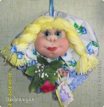 Вот ещё несколько моих куклёш. Какие -то делались на заказ , какие-то на подарки. Раньше куклёши гуляли по городу , теперь начали гулять по стране. Я этому очень рада.  Эта милашка уехала  на запад.  Хозяйка назвала её Дарина. Вот какое красивое имя. И она хозяйке понравилась. фото 5