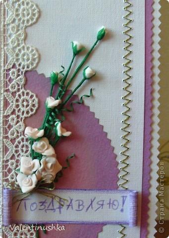 Здравствуйте! Вот еще одна открыточка смастерилась. Здесь дочка моя пятилетняя много помогала: лепила цветочки, вырезала для них зелень, вырезала прямоугольники из бумаги, раскрашивала тенями (тонировала), помогала вышивать. Вот что у нас получилось. Эта открытка пойдет маминой сотруднице к юбилею.  фото 3