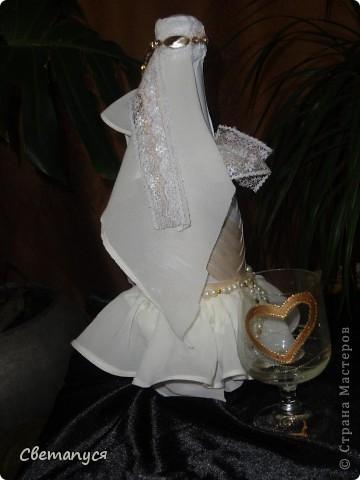 Доброго времени суток, дорогие!!!! Ну вот и  мне подвернулся случай сделать бутылочки ...а вернее жениха и невесту.... фото 8