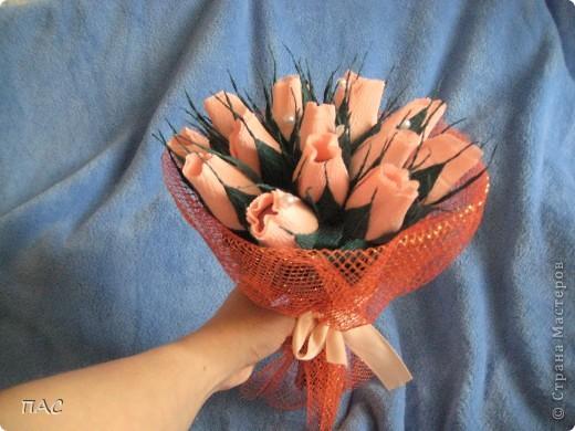 15 бутончиков роз на день рожденя подруге. Хотела еще два букета из роз здесь же выложить, да забыла их сфотографировать. А заказчица никак не пришлет фотографии(( фото 3