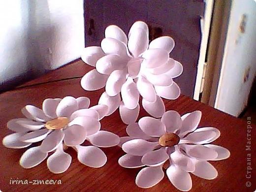Цветы из пластиковых ложек фото 1