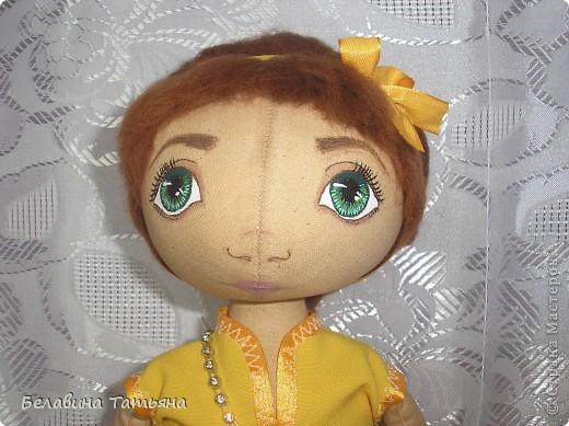 Куколка в таком платье, подол расшит блестящими пайетками, через плечо она повесила сумочку.... фото 3