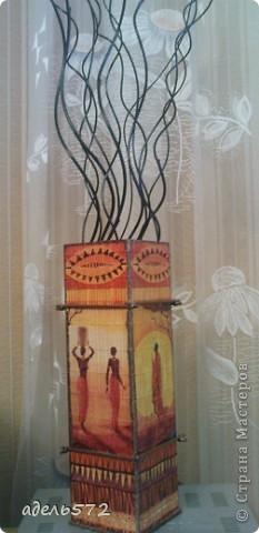 Добрый день, мастера и мастерицы. Продолжаю серию работ «Для себя любимой». Сегодня хочу поделиться с вами работами, выполненными в технике декупаж.  Ваза африканская.  Сповторяшничала её у замечательной мастерицы Ларисы. Надеюсь, Лариса не будет на меня в обиде. http://stranamasterov.ru/node/172976 фото 4