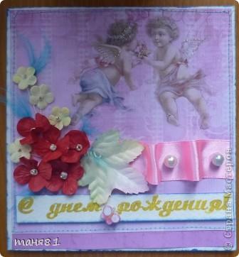 Сегодня у меня подарок ко дню рождения сестры. Нужно было очень срочно сделать бутылочку, поэтому пришлось цветочки накрутить из бумаги. фото 4