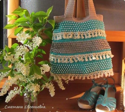 Вот такая летняя сумка связалась для конкурса. Спасибо Ирине Голубке. Благодаря ей в комплект к новым босоножкам добавилась эта нарядная сумочка. Размеры 30см*28см.  фото 1
