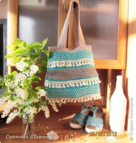 Вот такая летняя сумка связалась для конкурса. Спасибо Ирине Голубке. Благодаря ей в комплект к новым босоножкам добавилась эта нарядная сумочка. Размеры 30см*28см.  фото 14
